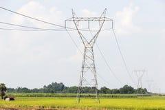 Poste de alto voltaje de la potencia de la electricidad foto de archivo libre de regalías