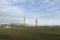 Poste de alto voltaje eléctrico de la potencia Imagen de archivo