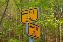 Poste de la guía de la bicicleta Fotos de archivo libres de regalías