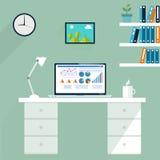 Poste de travail de bureau Ordinateur dans l'espace de travail, vecteur Photographie stock libre de droits