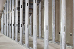 Poste del metal que enmarca en espacio comercial Fotografía de archivo libre de regalías