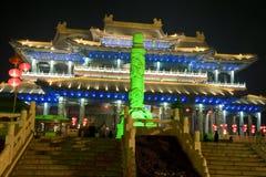 Poste enorme con el fondo del templo Foto de archivo