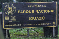 Poste indicador de la caída de Iguazu Imagen de archivo libre de regalías