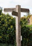 Poste indicador de la manera de Cotswold en Cotswolds Foto de archivo