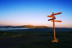 Poste indicador de madera en la montaña de Saibi Foto de archivo libre de regalías