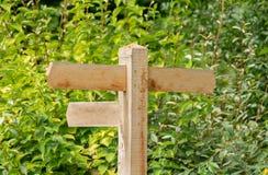 Poste indicador de madera tradicional Reino Unido del espacio en blanco fotografía de archivo