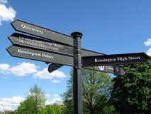 Poste indicador del palacio de Kensington Imagen de archivo