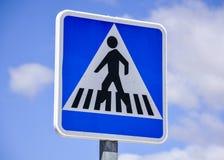 Poste indicador del paso de peatones Imagenes de archivo