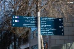 Poste indicador en la ciudad de Dublín, Irlanda, 2015 Foto de archivo