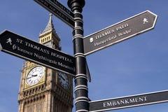 Poste indicador en Londres Imagen de archivo libre de regalías