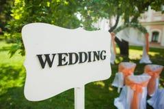 Poste indicador a la ceremonia de boda Imagenes de archivo