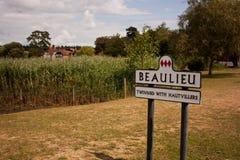 Poste indicador para Beaulieu Imágenes de archivo libres de regalías