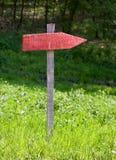 Poste indicador rojo Imagenes de archivo