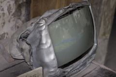 Poste TV fondu après éruption de volcan photographie stock