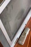 Poste TV gris de tube avec la poussière sur l'écran Photos stock