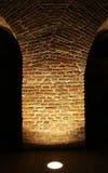 Poste viejo iluminado del edificio Imagenes de archivo