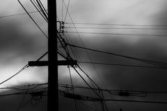 Poste y alambres fotografía de archivo