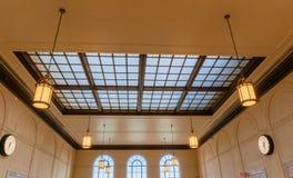 Postera lampan för tappning för korridoren för det glass taket för väntande rum Arkivbilder
