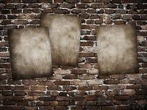 Posteres de Grunge na parede de tijolo Foto de Stock