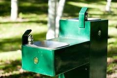 Postes d'eau potable dans la fin de stationnement vers le haut Images stock