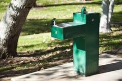 Postes d'eau potable en stationnement Photos stock