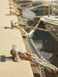 Postes de amarração em um porto (amarração) Foto de Stock