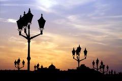 Postes de la lámpara en la puesta del sol Fotos de archivo libres de regalías