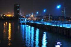 Postes de la lámpara en un embarcadero de la pesca Foto de archivo