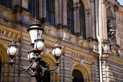 Postes de luz decorativos perto do museu de artes aplicadas Fotografia de Stock Royalty Free