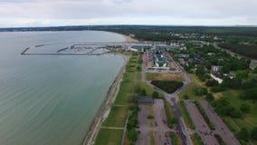 Postes erosionados en el mar Tallinn, Estonia almacen de metraje de vídeo