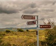Postes indicadores de los caminante en corcho Fotografía de archivo