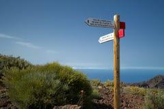Postes indicadores del camino que recorre a las áreas. Imágenes de archivo libres de regalías