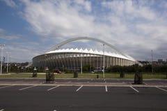 Posti di parcheggio davanti a stadio di football americano Fotografia Stock Libera da Diritti