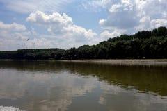 Posti di pesca sulle armi di Danubio immagini stock libere da diritti