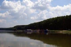 Posti naturali sulle armi di Danubio fotografie stock