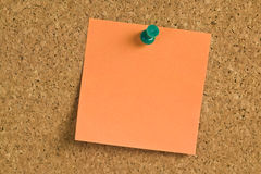 Postit note paper on a bulletin board Royalty Free Stock Photography