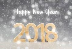 Postkarte 2018 guten Rutsch ins Neue Jahr Zahlen schnitten vom Holz auf einem grauen Ba Lizenzfreie Stockfotografie