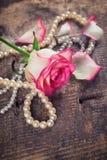 Postkarte mit eleganter Blume Stockfotos