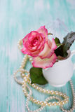 Postkarte mit eleganter Blume Lizenzfreie Stockbilder