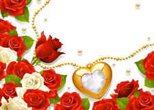 Postkarte mit Rosen, Perlen und Medaillon Stockbilder
