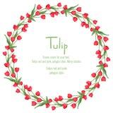 Postkarte mit roten Tulpen vereinbarte in einem Kreis Polygonartkranz von Blumen Lizenzfreie Stockfotografie