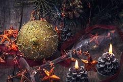 Postkarte mit Weihnachtszubehör Stockbilder