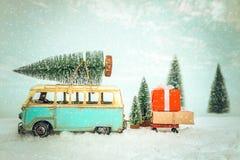 Postkartenhintergrund der Weinlese-frohen Weihnachten stockbild