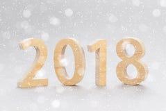 Postkartenschablone 2018 guten Rutsch ins Neue Jahr Zahlen geschnitten von einem Baum O Stockbilder
