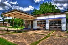 Posto de gasolina abandonado clássico Waelder Texas Imagens de Stock Royalty Free