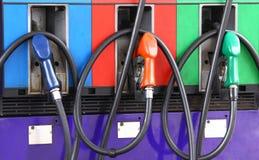 Posto de gasolina azul verde vermelho Fotos de Stock Royalty Free