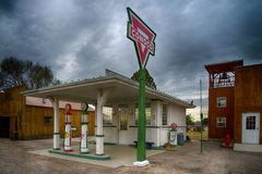 posto de gasolina de Conoco da réplica dos anos 30 Imagens de Stock