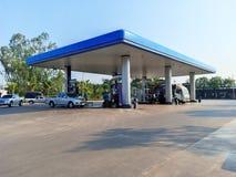 Posto de gasolina do PTT que ? a empresa petrol?fera a mais famosa em Tail?ndia imagens de stock royalty free