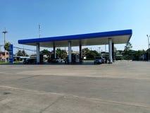 Posto de gasolina do PTT que ? a empresa petrol?fera a mais famosa em Tail?ndia fotos de stock royalty free