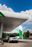 posto de gasolina para abastecer a gasolina e o diesel fotos de stock